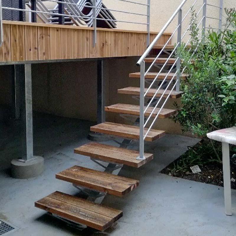 Pose escalier extérieur sur mesure à Mauléon et Cholet - Menuiserie Marquis